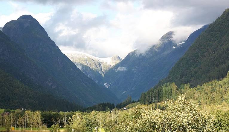Hochtal mit Gletscher